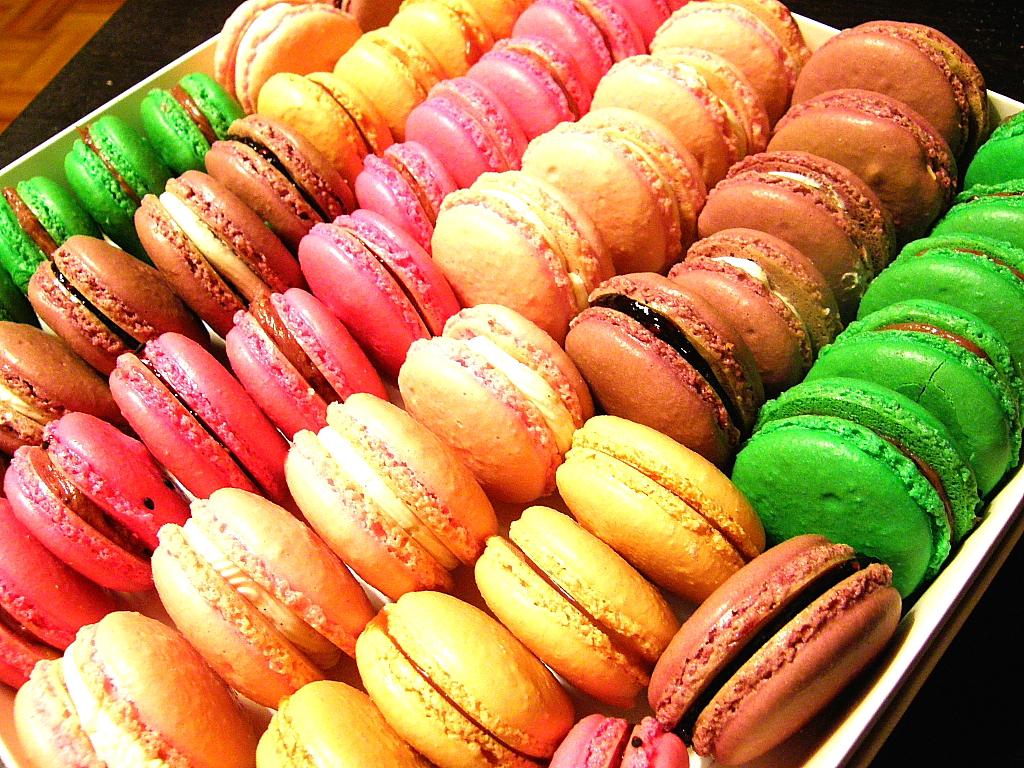 صورة طبق حلوى فرنسي , ماكرون الشيكولاتة الفرنسي 3799 1