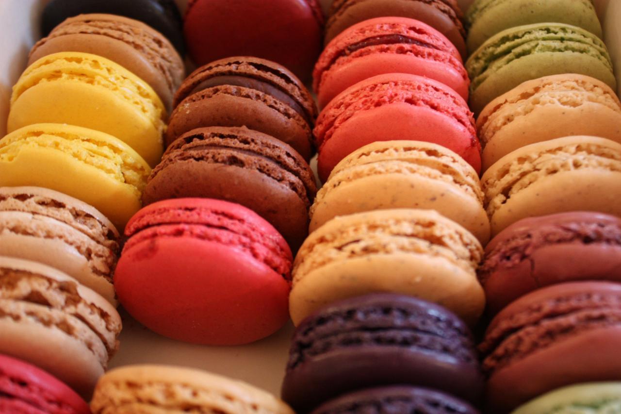 صورة طبق حلوى فرنسي , ماكرون الشيكولاتة الفرنسي 3799
