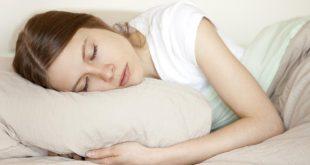 تفسير حلم النوم على السرير مع رجل اعرفه , رؤية منام لرجل ينام علي السرير معي وانا اعرفه