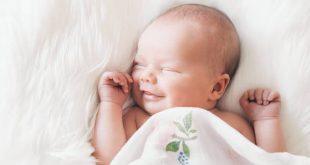 صورة لماذا يبكي الطفل ويضحك وهو نائم , اسرار عن الطفل النائم