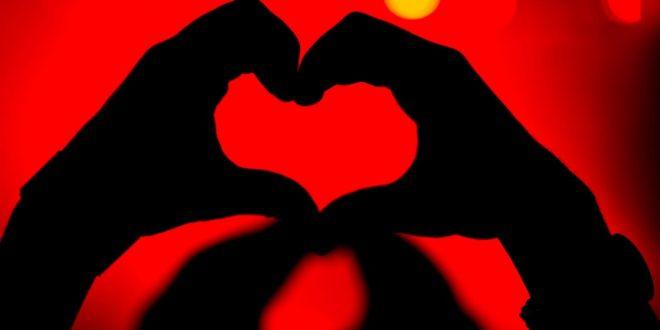 صورة اجمل كلام حب , الحب لحنه علي لساني