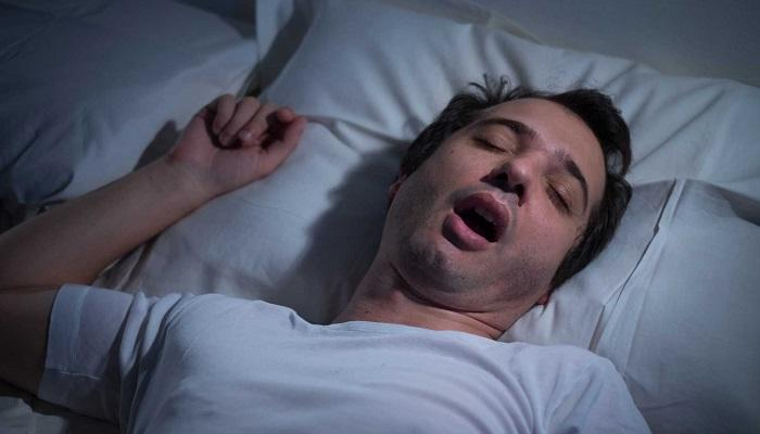 صورة اسباب الكلام اثناء النوم , كلام النائم مرض ام حلم