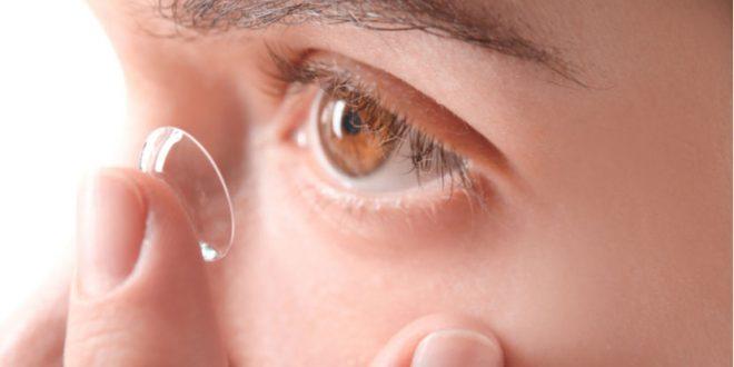 صورة اصح اسلوب لوضع عدسات العين و نصائح هامة , طريقة لبس العدسات
